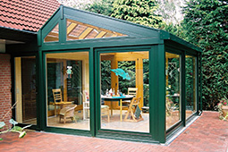 wintergarten aus holz aluminium. Black Bedroom Furniture Sets. Home Design Ideas